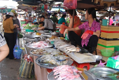 fish ladies waiting for customers